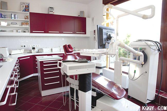 红色牙科诊所装修设计